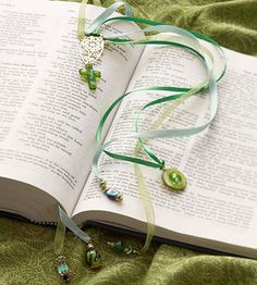 This easy-to-make beaded bookmark includes multiple ribbon strands to mark several places in the same book. If you?re giving a book as a gift, a handmade bookmark makes a great add-on. Instructions here:  http://www.bhg.com/holidays/christmas/crafts/beaded-bookmark-christmas-gift/