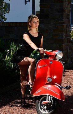 Piaggio Vespa, Lambretta Scooter, Vespa Scooters, Vintage Vespa, Vespa Girl, Scooter Girl, Vespa Roller, Red Vespa, Motos Vespa