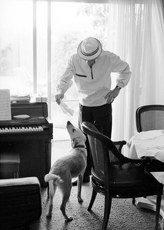 Frank Sinatra with his dog Ringo, photographed by John Dominis, 1965 Hollywood Icons, Golden Age Of Hollywood, Vintage Hollywood, Young Frank Sinatra, Mahalia Jackson, Perry Como, Ella Fitzgerald, Louis Armstrong, Music Icon