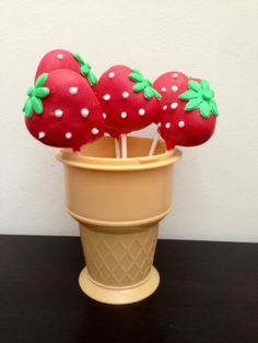 Gorgeous! #Strawberry #Cakepop Looking so good! Great #CakeDecorating We love and had to share!