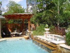 Im kleinen Garten kann auch ein Pool Platz finden