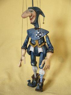 Loutka+šašek+Cepín+Marioneta+na+drátě+z+lipového+dřeva.+Výška+cca+38cm+malováno+olejovými+barvami.