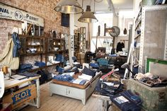 Kings of Indigos opent kleding popup store Koi, Pop Up, Back To School, Indigo, Places To Visit, Store, Showroom, Workshop, Retail