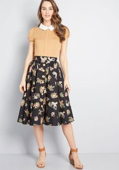 Word will soon get out about the gal in the tropical midi skirt from Hell Bunny! Onlookers will take note not only of the versatile black hue, muted palm. Girly Outfits, Modest Outfits, Skirt Outfits, Modest Fashion, Fashion Outfits, Fashion Women, Fall Dresses, Nice Dresses, Jw Moda