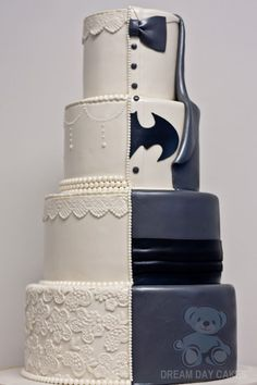 Why be an Ivory Lace wedding cake when you could also be Batman. This wonderful couple combined the grooms cake and wedding cake to create this fun unique Batman Wedding Cake (with Lace). Batman Wedding Cakes, Crazy Wedding Cakes, Unique Wedding Cakes, Beautiful Wedding Cakes, Wedding Cake Designs, Superhero Wedding Cake, Quirky Wedding Dress, Wedding Dresses, Chic Wedding
