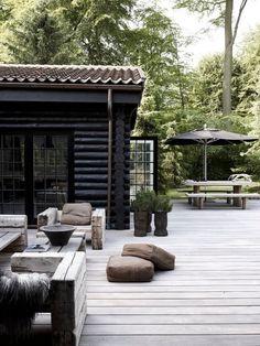 Tuinhuis met een mooie robuuste uitstraling door het houtwerk. #tuin #inspiratie