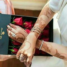 Most Awful Henna Designs For Women - Sensod - Create. Khafif Mehndi Design, Mehndi Designs 2018, Modern Mehndi Designs, Mehndi Design Pictures, Mehndi Designs For Girls, Wedding Mehndi Designs, Mehndi Designs For Fingers, Dulhan Mehndi Designs, Beautiful Henna Designs