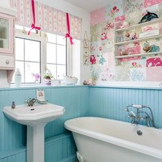 patchwork wallpaper and blue backed board. Floral bathroom tiles and a claw foot tub A Cottage Chic Cath Kidston Home Baños Shabby Chic, Muebles Shabby Chic, Shabby Chic Living Room, Shabby Chic Bedrooms, Shabby Chic Kitchen, Shabby Chic Homes, Kitchen Country, Country Living, Boho Chic