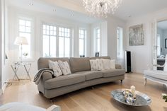 Peisestue / living room i Ladegaard fra BoligPartner Decor, Chaise Lounge, Furniture, Living Room, Home, Designers Guild, Lounge, Home Decor, Room