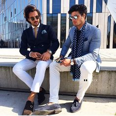 How To Wear a Blue Blazer With White and Navy Chinos looks & outfits) Mens Fashion Blog, Best Mens Fashion, Fashion Moda, Fashion Menswear, Style Fashion, Mode Masculine, Gq Style, Style Blog, Gq Mens Style
