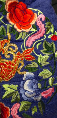 Oriental Chinese Traditional Exquisite Floral Gold Fish Embroidery