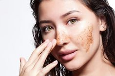Apple cider vinegar for acne treatment. How to use apple cider vinegar for acne and acne scars treatment. Treat Acne with apple cider vinegar and its uses. Vinegar For Acne, Acne Face Wash, How To Get Rid Of Pimples, Pimples Remedies, Beauty Habits, How To Exfoliate Skin, Tips Belleza, Dead Skin, Freckles