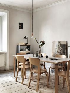 La Maison d'Anna G.: Alvar Aalto table and chairs Interior Design Blogs, Scandinavian Interior Design, Scandinavian Style, Interior Decorating, Interior Modern, Dining Room Inspiration, Interior Inspiration, Fashion Inspiration, Blueberry Home