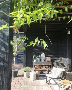 60 magical ways to use fairy lights in your garden 51 Porch And Balcony, Home Porch, Balcony Garden, Outdoor Living Rooms, Outside Living, Outdoor Spaces, Patio Design, Garden Design, Paved Patio