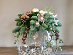 Tips for preparing a magic Christmas table centerpiece - HomeCNB Christmas Flower Arrangements, Christmas Table Centerpieces, Christmas Flowers, Xmas Decorations, Winter Christmas, Christmas Holidays, Christmas Wreaths, Christmas Ornaments, Christmas Planters