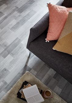 #castorama #inspiration #decoration #ideedeco #tendancedeco #sol #stratifié #GoodHome Floor Chair, Ottoman, Flooring, Decoration, Inspiration, Furniture, Home Decor, Laminate Flooring, Floor Heater