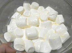 Cómo hacer fondant casero con nubes de azúcar - 6 pasos Cupcakes, Fondant Lace, Meringue Pavlova, Gum Paste, Chocolate Cake, Marshmallows, Cake Decorating, Cheesecake, Sweet