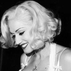 Gwen Stefani's Settle Down Hair Look - Celebrities Female Gwen Stefani No Doubt, Gwen Stefani And Blake, Blond, Celebrity Photography, Love Her Style, Fall Hair, Hair Looks, Girl Crushes, Her Hair