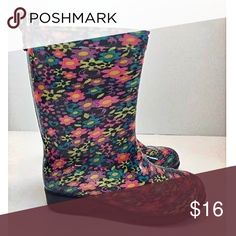 """👑 Capellini New York Casual Rubber Rain Boot 🌸 Capellini New York™ Girl's Fall Garden Shiny Pop Floral Casual Rubber Rain Boot  🌺 PRODUCT FEATURES * Pull-on loop * Height: 8.27""""  🌼 FABRIC & CARE * Rubber upper & outsole * Textile lining * Wipe clean * Imported  🚫NO TRADES Capelli of New York Shoes Rain & Snow Boots"""