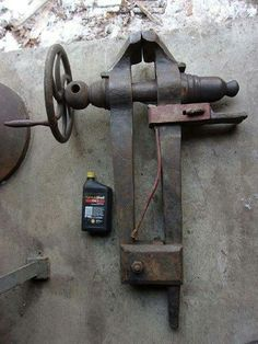 231 lbs. Blacksmith's Leg/Post Vice - #Blacksmith39s #lbs #LegPost #Vice Antique Tools, Old Tools, Vintage Tools, Steel Art, Wood Steel, Garage Tools, Garage Workshop, Vise Stand, Blacksmith Forge