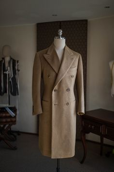 """bntailor: """" B&TAILOR camel double breasted coat """" Mens Overcoat, Mens Winter Coat, Sophisticated Dress, Camel Coat, Double Breasted Coat, Gentleman Style, Coat Dress, Menswear, Mens Fashion"""