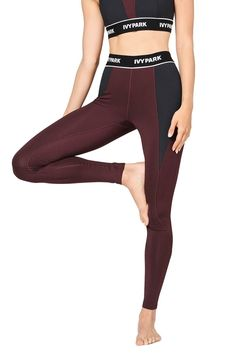 These ankle-length performance leggings have a bold logo waistband and ribbed insets that flex to your every move.
