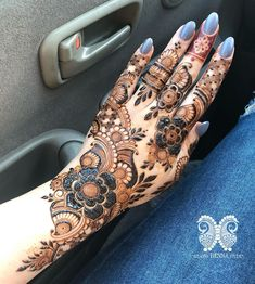 Searching for the best Mehendi Design for your event? Why not let HappyShappy help you! From floral to Arabic to bridal and many more best Mehendi designs for every occasion.