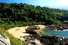 Praia da Riscada, paraíso selvagem localizado no lado oceânico da Ilha de São Sebastião (Ilhabela/Brasil) - Foto: Márcio Bortolusso
