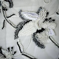 Нет описания фото. Embroidery Hoop Decor, Embroidery Leaf, Tambour Embroidery, Embroidery Materials, Couture Embroidery, Flower Embroidery Designs, Embroidery Fashion, Embroidery Jewelry, Machine Embroidery Designs