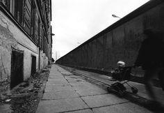 Flip Schulke - The Berlin Wall, 1962 West Berlin, Berlin Wall, Best Cities In Europe, Boogie Woogie, Walled City, Photo B, Communism, European History, Cold War