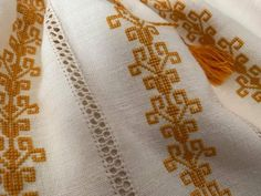 Embroidered Silk, Elsa, Cross Stitch, Embroidery, Ideas, Cross Stitch Letters, Dots, Needlepoint, Punto De Cruz