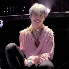 i want to give you a thousand kisses. hug you so tight and tell you how much i love you. the sensation i get. Mochi, Bts Jimin, K Pop, Jimin Wallpaper, I Love Bts, Bts Pictures, Bts Group, Yoonmin, Jikook