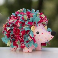 Hollie Hedgehog - ADORABLE sewing patterns here! More