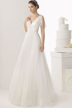 Schlichtes langes Brautkleid
