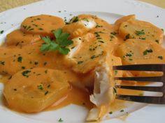 Merluza en salsa de almendras Ana Sevilla Kitchen Dishes, Kitchen Recipes, Cooking Recipes, Fish Recipes, Seafood Recipes, Recipies, Tapas, Cooking For Dummies, Healthy Cooking