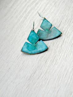 Aztec inspiriert Dreieck Grünspan Ohrringe  Sterling von alibli, $31.00
