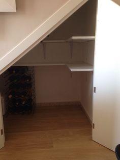 Interior bajo escalera