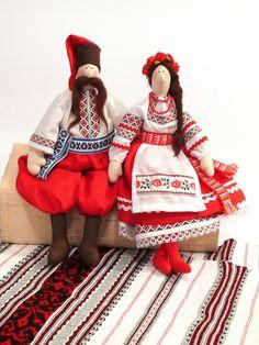Тильда- украинка и ее хлопец Tilda Toy, Sock Toys, Waldorf Dolls, Folk Costume, Soft Dolls, Soft Sculpture, Fabric Dolls, Handmade Toys, Ukraine