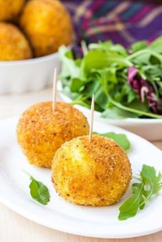 Veja como preparar uma coxinha de batata-doce fitness. Muito fácil e saudável, ótimo para servir em festas de aniversário. - NatueLife