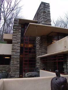 CASA DA CASCATA, construida a 1939; Arquiteto: Frank Lloyd Wright; Estilo: Arquitetura orgânica