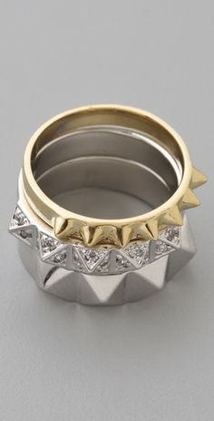 Set of three stacked rings