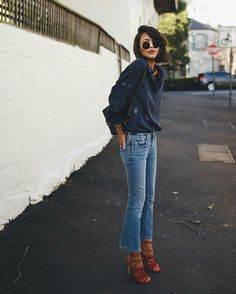Flare cropped jeans, blouse, heels