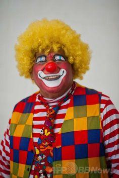 エルサルバドルの首都サンサルバドル(San Salvador)で開催されたラテンアメリカのピエロの祭りに参加したエルサルバドルのピエロ(2014年5月20日撮影)。(c)AFP/Jose CABEZAS ▼25May2014AFP エルサルバドルにピエロ大集合 http://www.afpbb.com/articles/-/3015710 #San_Salvador #Clown #Payaso #Pagliaccio #Klaun #Palhaco #Palyaco #Bufon #Badut #Klovn #Klovni #Bohoc