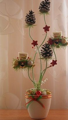 Christmas Advent Wreath, Christmas Table Decorations, Diy Christmas Gifts, Christmas Crafts, Christmas Feeling, Pine Cone Crafts, Craft Day, Bulb Flowers, Flower Crafts