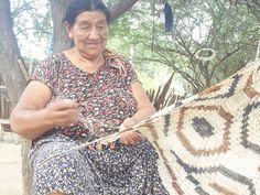 """tejedora de """"""""chaguar"""""""" comunidades de aborigenes WICHI, norte de Argentina"""
