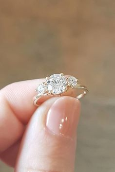 "Diamond Engagement Rings Say ""I Do"" to the Biggest Engagement Ring Trends of 2018 - From classic shapes to original cuts and colors. Wedding Rings Simple, Wedding Rings Solitaire, Wedding Rings Vintage, Bridal Rings, Wedding Jewelry, Wedding Bands, Vintage Rings, Gold Wedding, Top Vintage"