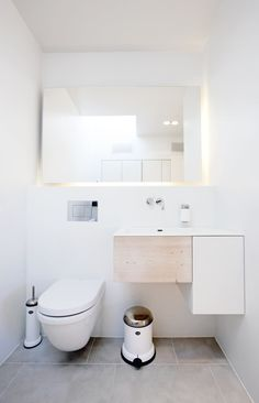 great mirror - with backlight. Small Bathroom Renovations, Tiny Bathrooms, Ensuite Bathrooms, Bathroom Design Small, Simple Bathroom, White Bathroom, Bathroom Showers, Bathroom Designs, Bathroom Remodeling