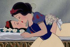 Protesto: Princesas da Disney se beijam em ilustração feminista - http://metropolitanafm.uol.com.br/novidades/entretenimento/protesto-princesas-da-disney-se-beijam-em-ilustracao-feminista