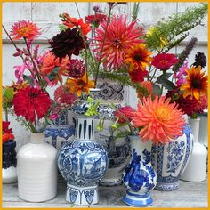 marieke nolsen Home Living Room, Dahlia, Spring Time, Flower Power, Flower Arrangements, Bloom, Blue And White, Table Decorations, Interior