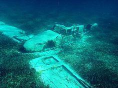 Underwater Ruins, Underwater Photos, Underwater World, Underwater Photography, Underwater Shipwreck, Abandoned Ships, Abandoned Cars, Abandoned Places, Airplane History